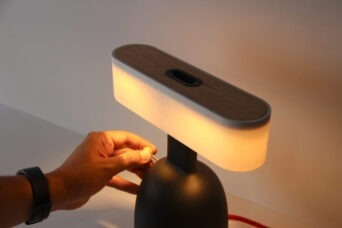DINA Lampe bildet und schafft Bewusstsein